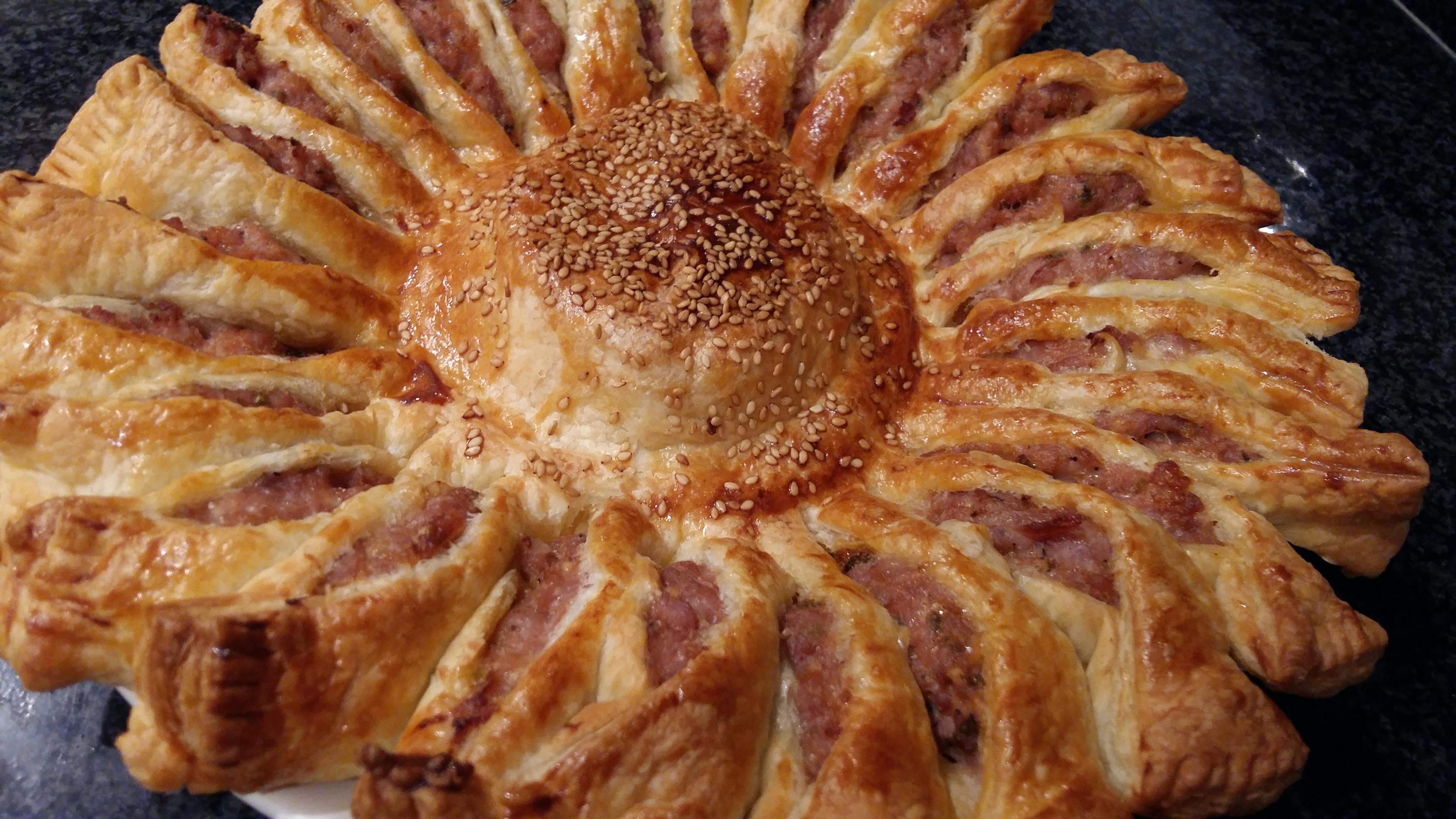 GIRASOL DE HOJALDRE con carne y camembert